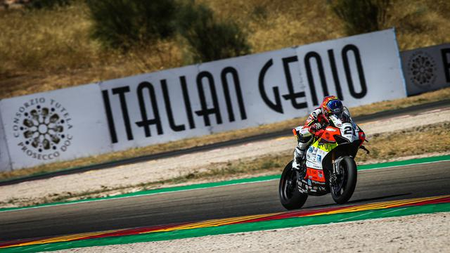画像: レース1優勝、スーパーポールレース3位、そしてレース2は2位と・・・テルエルラウンドのすべての表彰台に登壇したM.リナルディ(ドゥカティ )。 www.worldsbk.com