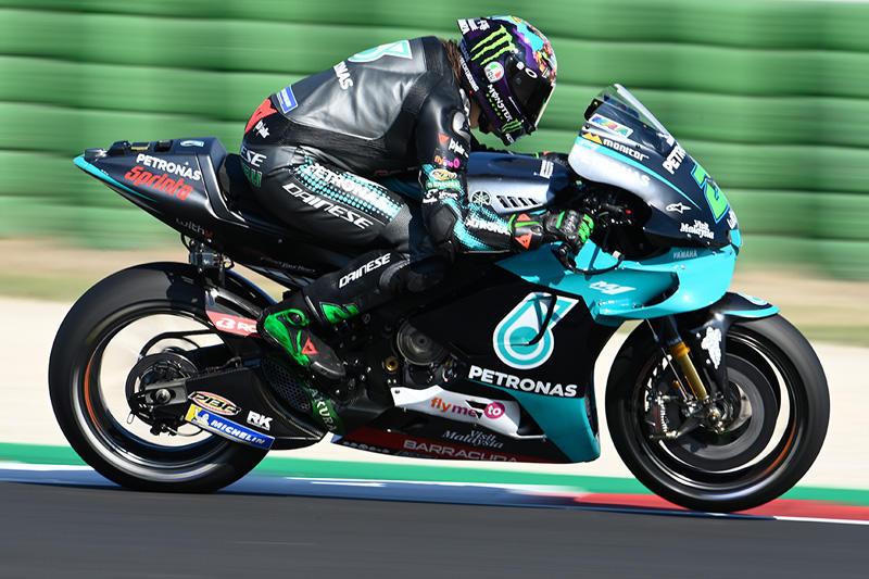 画像: ホームGP用に新ヘルメットを披露したF.モルビデリ(ヤマハ)。決勝での快走を期待しましょう! race.yamaha-motor.co.jp