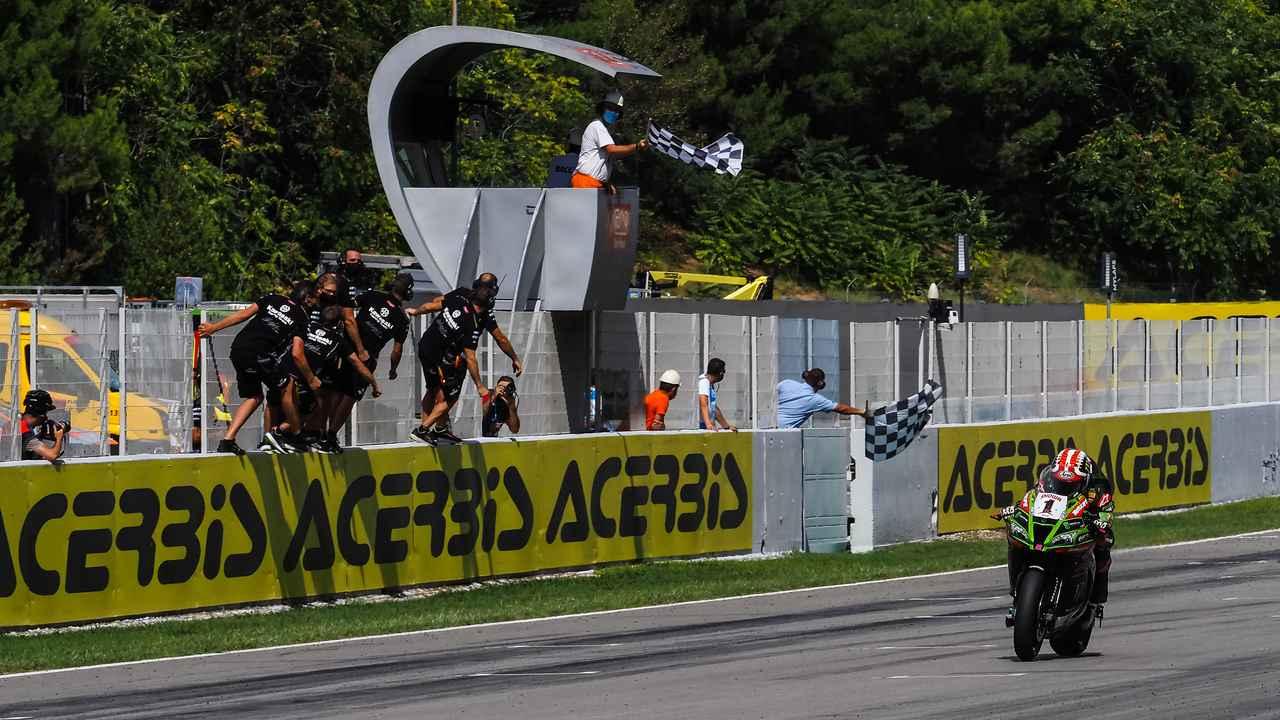 画像: 9月19日(土)のレース1をポール・トゥ・ウィンで制したJ.レイ(カワサキ)。 www.worldsbk.com