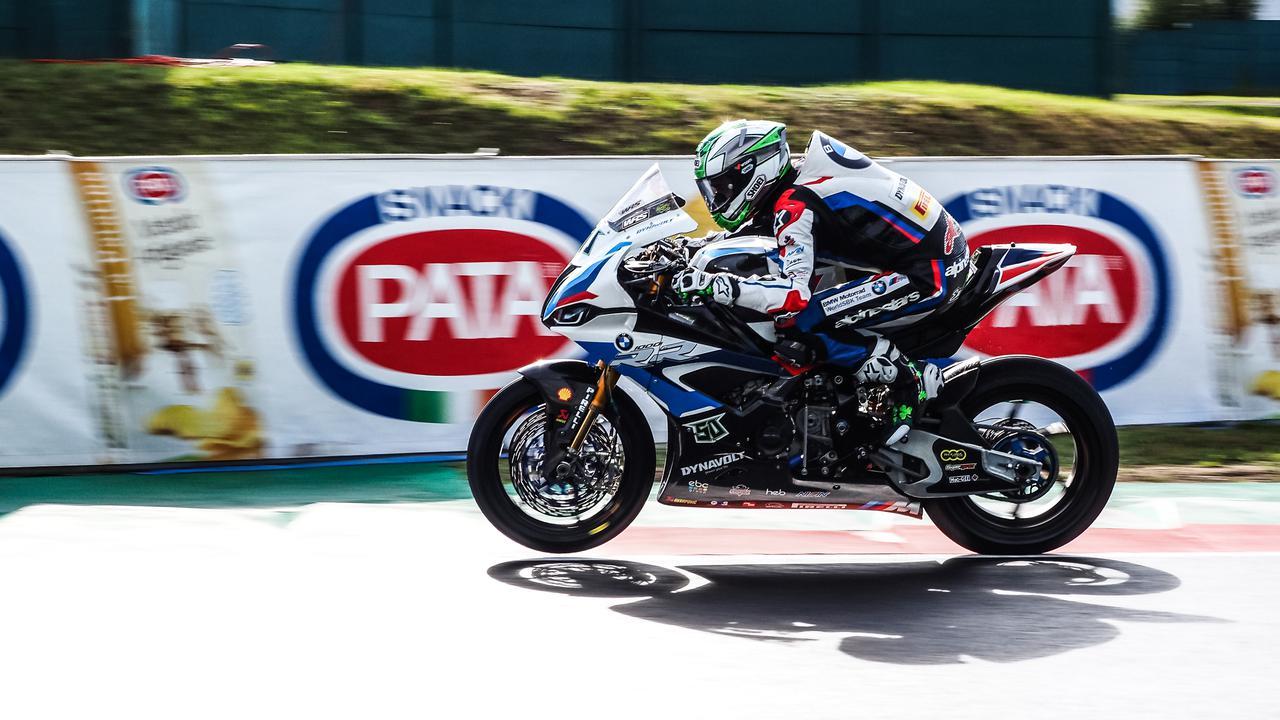 画像: 25分のセッション中、最速タイム=1分48秒644を記録したE.ラバティ(BMW)。 www.worldsbk.com