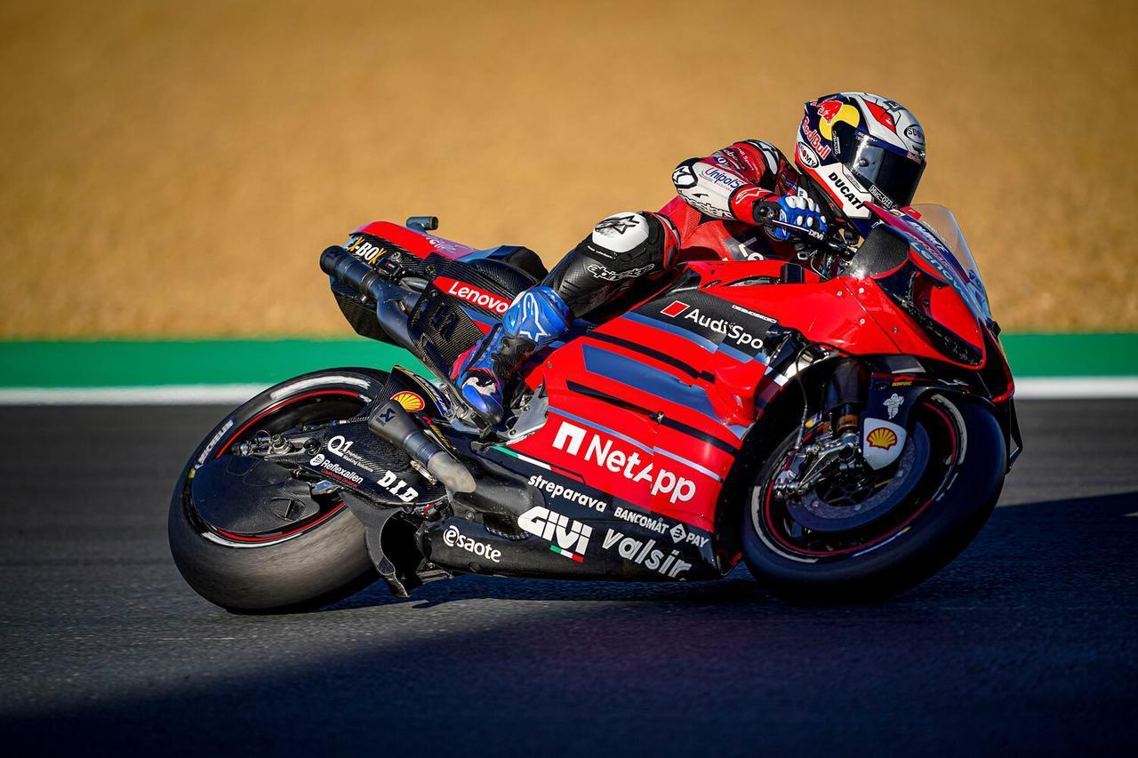 画像: フリープラクティス2で転倒を喫したものの、予選では5位の座を確保したA.ドヴィツィオーゾ(ドゥカティ )。 www.ducati.com
