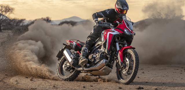 画像: ホンダCRF1100L アフリカツイン DCT(デュアル・クラッチ・トランスミッション)。旧型の1,000ccから1,100ccとなり最高出力を102馬力まで高めていますが、同クラスのアドベンシャーモデルのライバルたちには、パワーで負けているのは事実です。 www.honda.co.jp