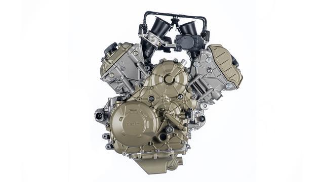 """画像: ムルティストラーダV4に搭載される90度V型4気筒""""V4グランツーリスモ""""・・・。170馬力の最高出力と12.7kgmの最大トルク、という強心臓ぶりは、ライバルメーカーの大型アドベンチャーモデル群に対する大きなアドバンテージと言えるでしょう。もちろん、ユーロ5規制にも対応しています。 www.ducati.com"""