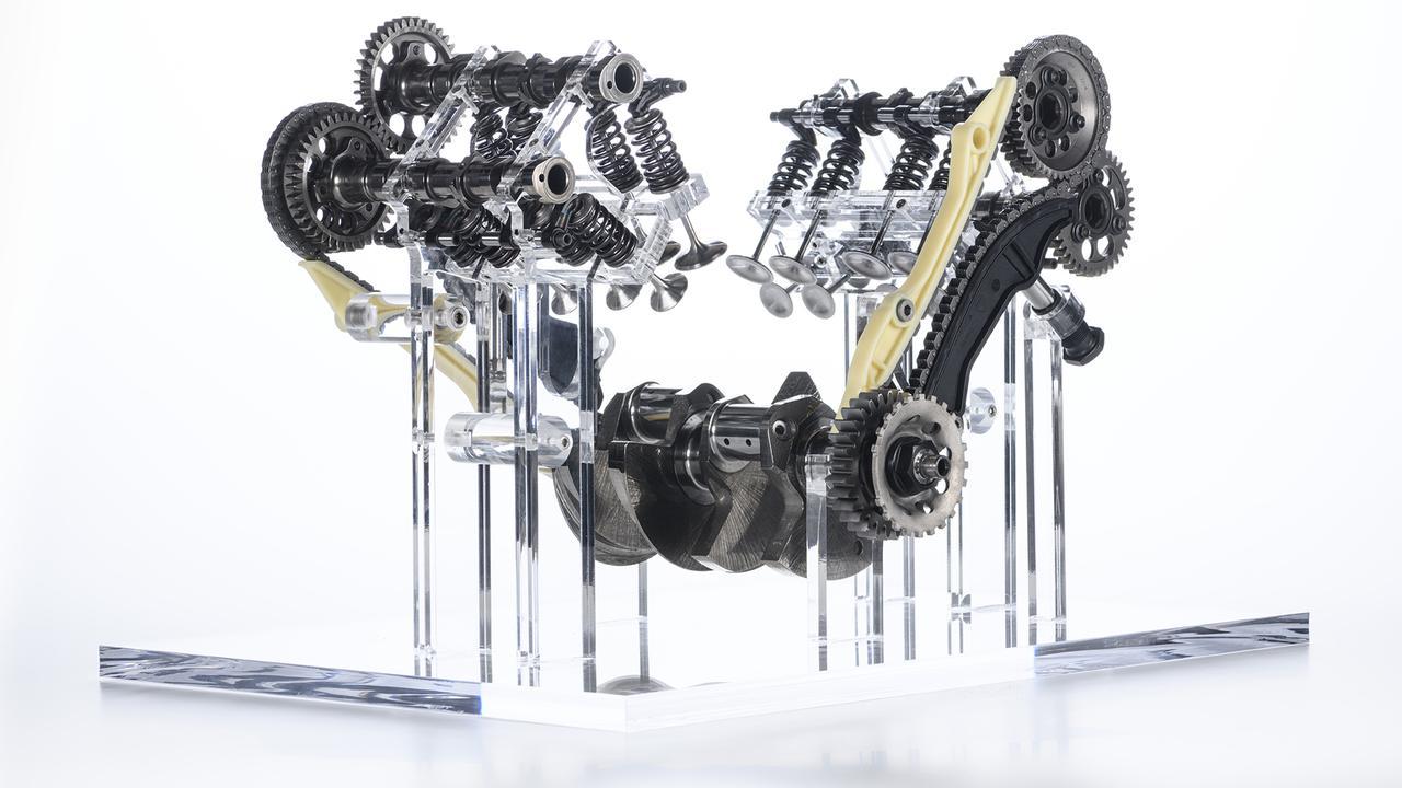 """画像: """"V4グランツーリスモ""""のバルブトレイン構成パーツ群。見慣れたパーツであるバルブスプリングの存在が、なんだかとっても新鮮に思えてしまいますね・・・。クランクシャフトは逆回転タイプで、ドゥカティが2015年型MotoGP用デスモセディッチから採用した技術のフィードバックのひとつです。 www.ducati.com"""