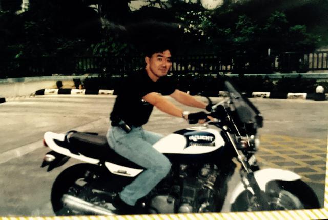 画像: 雑誌のカスタムZを参考にして、白とダークブルーのフルペイント。これで10万円程度だったと思う(3000-4000リンギ)。人件費が安かった当時のKLならではだ。ある意味、マレーシア初のゼファーカスタム、と言えるかもw