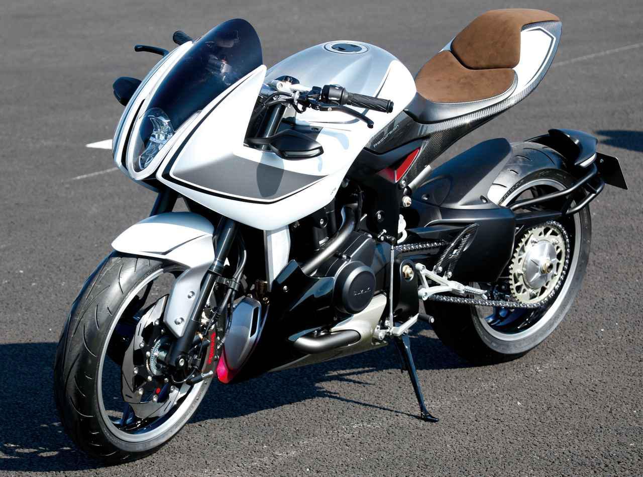 画像: まず2013年の東京モーターショーで公開され、注目を集めたターボチャージャー付きエンジンを搭載するリカージョン。「初代」は2気筒OHC588ccエンジンを搭載していましたが、2015年東京モーターショーでは2気筒DOHC700cc=XE7というエンジンのみが展示され、将来の市販化を多くのファンに期待させましたが・・・。 www.autoby.jp