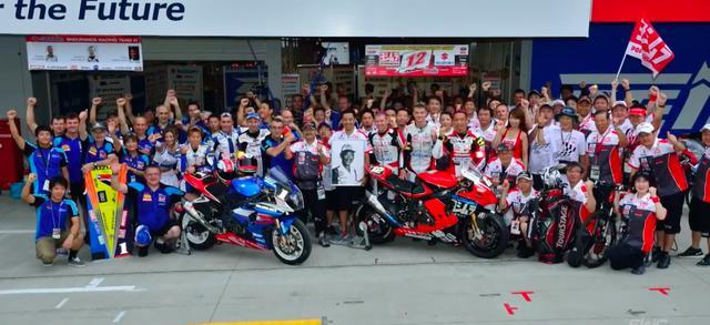 画像: 鈴鹿8耐でのヨシムラ&SERTのショット。おそらく、2012年の大会ですね(間違っていたらすみません!)。 youtu.be