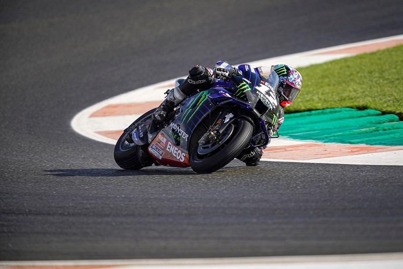 画像: M.ビニャーレス+ヤマハYZR-M1。エンジン機数制限ルールが定着して久しいMotoGPクラスですが、ビニャーレスは6機目を使用することに対するペナルティ的措置により、ヨーロッパGP決勝ではピットスタートを強いられることになります。 race.yamaha-motor.co.jp