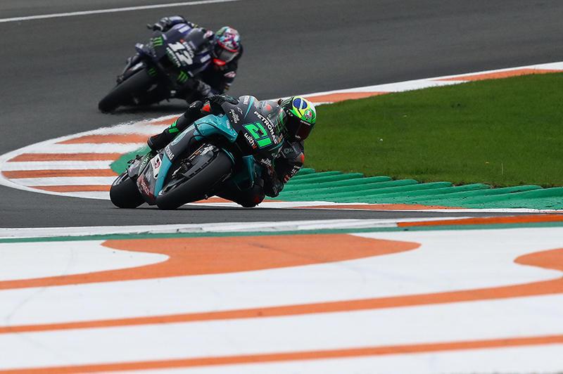 画像: 見事1'30.191のタイムで、バレンシアGPのポールポジションを獲得したF.モルビデリ(ヤマハ)。予選12番手のJ.ミル(スズキ)までが、30秒台のタイムをマークしています。 race.yamaha-motor.co.jp