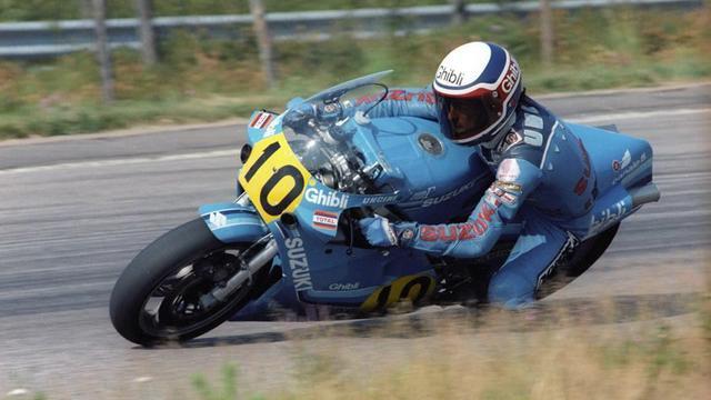 画像: GPデビュー2年目の1977年、ハーレーダビッドソンRR250で250ccクラス2勝を記録したF.ウンチーニは、1979年からスズキ市販RGユーザーのひとりとして500ccクラスにステップアップ。1982年ガリーナ-スズキに所属したウンチーニは5勝をあげ、1980年代最後のスズキ車に乗ったGP王者となりました。 www.pinterest.jp