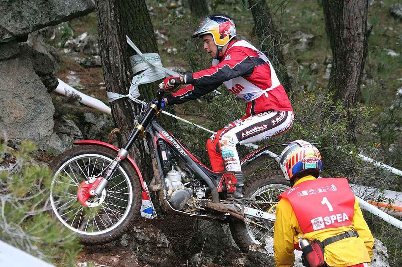 画像: 2007年の世界トライアル選手権開幕戦で、ガスガスを操るA.ラガ。 en.wikipedia.org