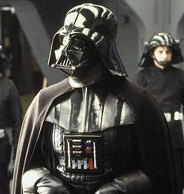 画像: ちなみにこちらが、「スターウォーズ」シリーズのメインキャラクターのひとり、ダース・ベイダーです。 en.wikipedia.org