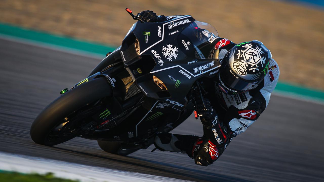 """画像: [Kawasaki] """"ダース・ベイダー""""顔の新型ZX10-RRが、ヘレステストで初公開されました [動画] - LAWRENCE - Motorcycle x Cars + α = Your Life."""