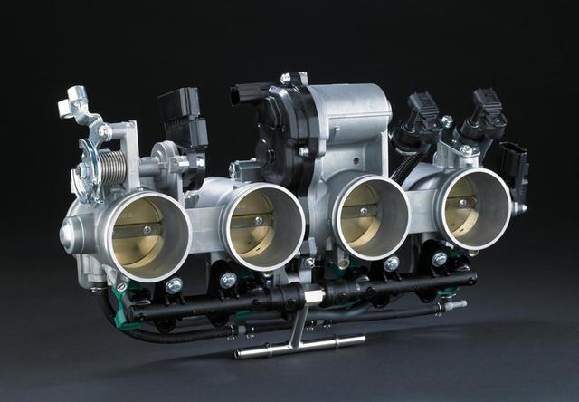 画像: 32ビットECUで制御される、電子制御式スロットルを採用。スロットルのボアサイズは47mmです。 www.kawasaki.com