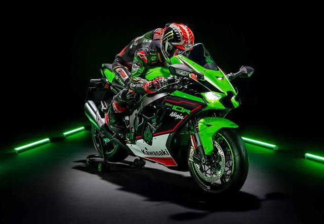 画像: SBK(世界スーパーバイク選手権)で活躍する、KRTのカラーリングを身に纏った、ZX-10R KRTエディション。これに乗れば、希望はもうジョナサン・レイ!? スタンダードが16,699ドル、ABS付きモデルが17,699ドルです。 www.kawasaki.com