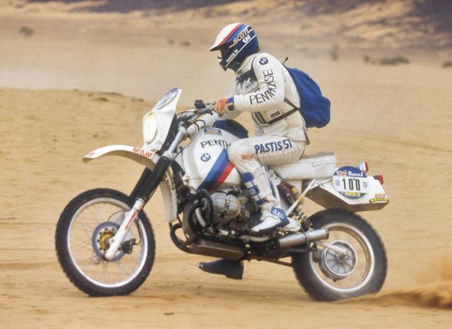 画像: 1984年パリ-ダカールラリーで、BMWを駆るH.オリオール。この年は同じBMWに乗るガストン・ライエが2輪部門を制覇し、オリオールは2位でゴールしました。 www.press.bmwgroup.com