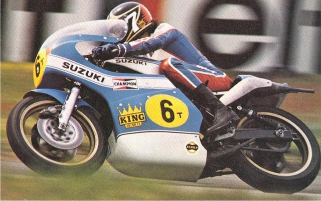 画像: 1975年のダッチTT。500ccクラスでのスズキ初優勝・・・そして自身のキャリア初優勝したB.シーン(スズキ)。この時のゼッケンは「6」番でした。 ttliedjes.nl