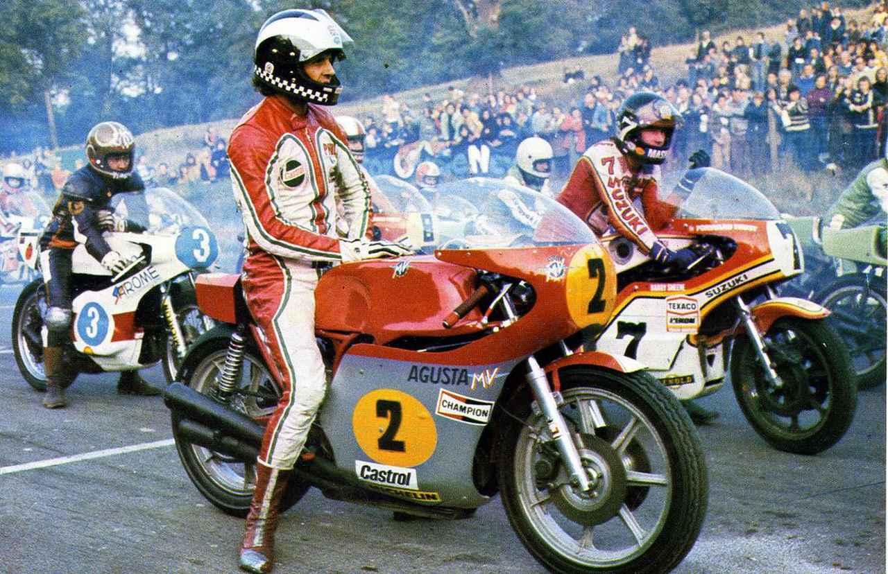 """画像: 英国のノンタイトル戦(おそらくマロリーパークの""""レース・オブ・ジ・イヤー""""で、1976年ですね?)でMVアグスタ500に跨るP.リードと、スズキTR750に跨るB.シーン。後方にはヤマハ350の、片山敬済の姿があります。 www.pinterest.jp"""
