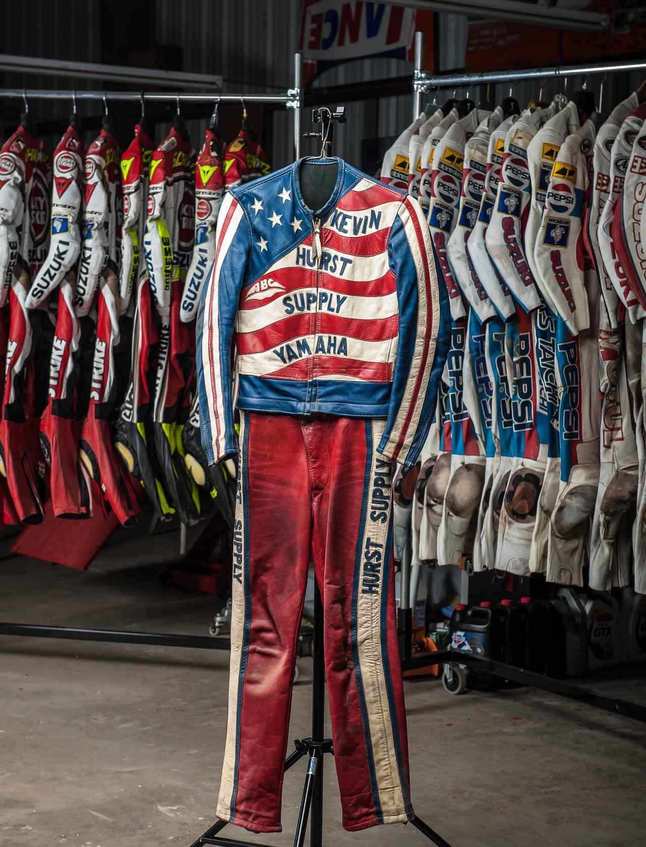 画像: 少年時代のK.シュワンツのレザースーツ。叔父であるダリル・ハーストの店が、レースの活動の拠点でした。 www.americanflattrack.com