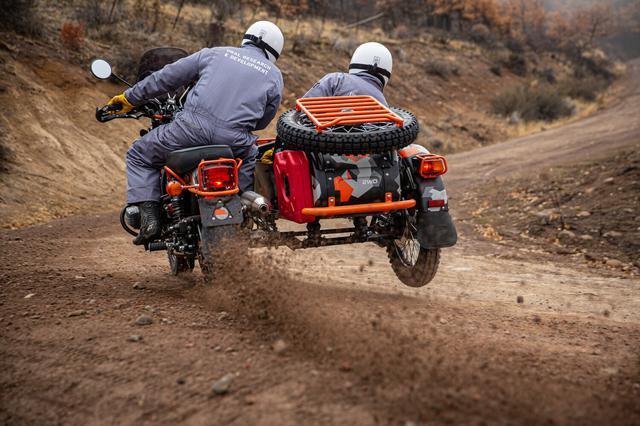 画像: 専用パーツが与えられたことにより、ウラルサイドカーの美徳のひとつであるオフロード走破能力を、さらに高めたのが「GEO」です。 www.imz-ural.com