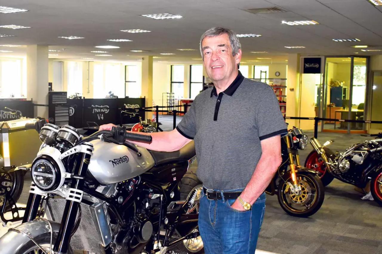 画像: 新たにノートンCEOとなったJ.ラッセル。1986年から1994年の間、ランドローバー宣伝部マネージングディレクターを務めた氏は、ハーレーダビッドソンで2輪業界でのキャリアをスタート。1998〜2007年にハーレーダビッドソン ヨーロッパの副社長兼マネージングディレクターに就任。そして7年前からTVSモーターに在籍しています。 www.nortonmotorcycles.com