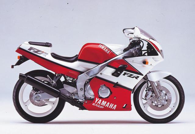 画像: 1990年2月発売のヤマハFZR250R。最高出力45ps/16,000rpmを発生する、水冷4ストローク並列4気筒DOHC4バルブエンジンをアルミ合金製デルタボックスフレームに搭載。当時の価格は59万9,000円でした。 www.autoby.jp