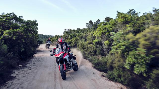 画像: ムルティストラーダV4シリーズは、スタンダードのV4、V4S、そしてV4 Sportの3バージョンがラインアップされています。 www.ducati.com