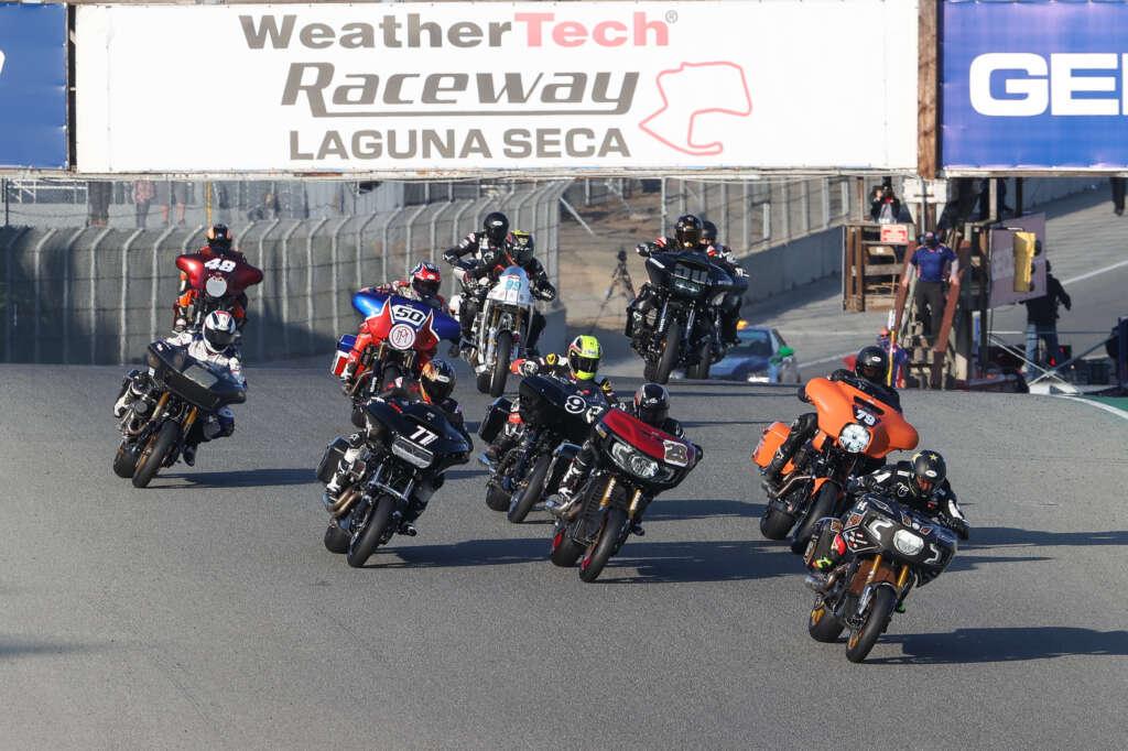 画像: 2020年10月のキング・オブ・ザ・バガーズのデビューレースは、S&Sインディアンを駆るタイラー・オハラが、ヴァンス&ハインズ ハーレーダビッドソンのヘイデン・ギリムとのバトルを制して優勝! 3位には、ローランドサンズデザインがスポートしたフランキー・ガルシア(インディアン)が入りました。 motoamerica.com