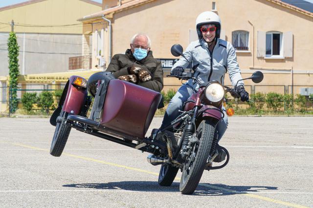 画像: 椅子に座っているポーズゆえ、サイドカーネタはかなり多かったです。 www.facebook.com
