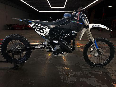 画像: ヒルクライム用市販レーサー的な、ユニークな製品である2021年型ビューエル1190HCR。フレーム材にはスチールパイプを用いており、燃料抜きの装備重量は161kg !! と、かなりの軽量ぶりです。 www.buellmotorcycle.com
