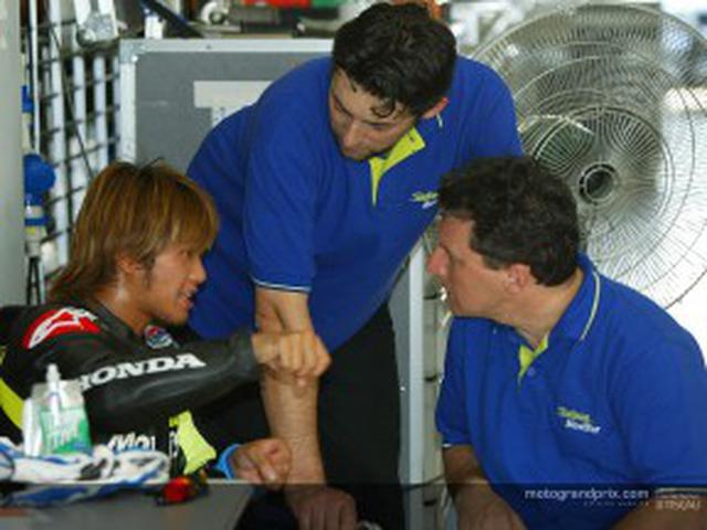 画像: 加藤大治郎と、F.グレシーニ。 www.motogp.com