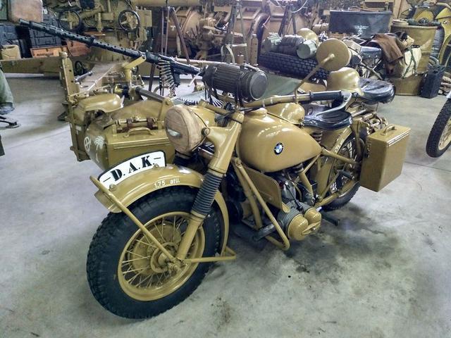 画像: BMW R75は1941年から1944年の間、約18,000台が製造されました。 www.flickr.com