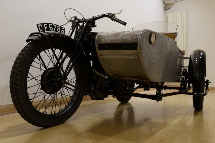 画像: 英国ストラウドにある「ミュージアム・イン・ザ・パーク」に展示される、1929年型ボーンSWDサイドカー。この展示車をレストアしたのは、1924年にボーンのアプレンティス(見習い工)をしていた人物を父に持つグラハム・スタッグです。 museuminthepark.org.uk