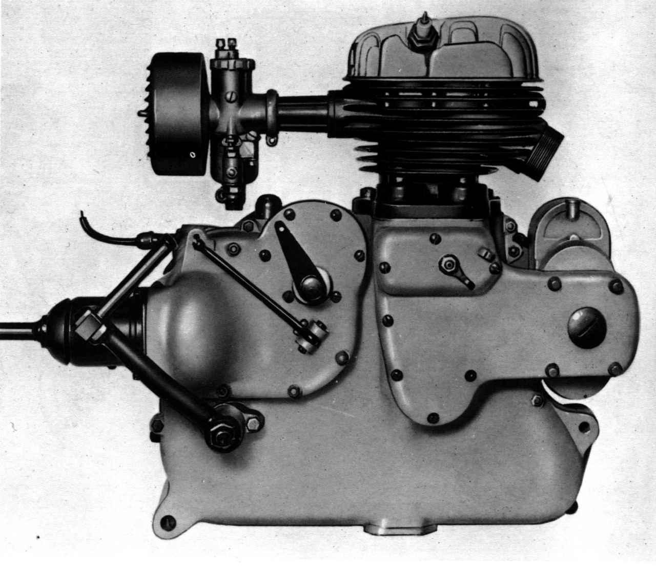 画像: マルテの498ccサイドバルブ単気筒は500LTEをベースに作られましたが、ギアボックス側が大幅に仕様変更を受けており、駆動がシャフトドライブになっています。最高出力は14hp/4,800rpmでした。 press.piaggiogroup.com