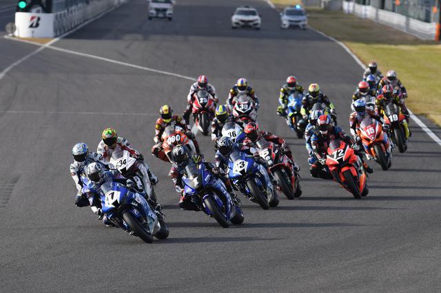 画像: 2020年のMFJグランプリ、JSB1000クラスのレース2スタートシーン! www.superbike.jp