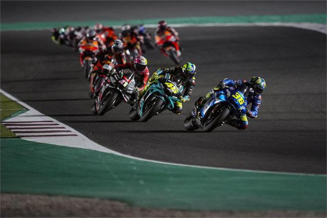 画像: 昨年度王者のJ.ミル(36番、スズキ)は、巧みなレースマネジメントで着実に周回を重ねる毎にポジションを上げていきました。 www.suzuki-racing.com