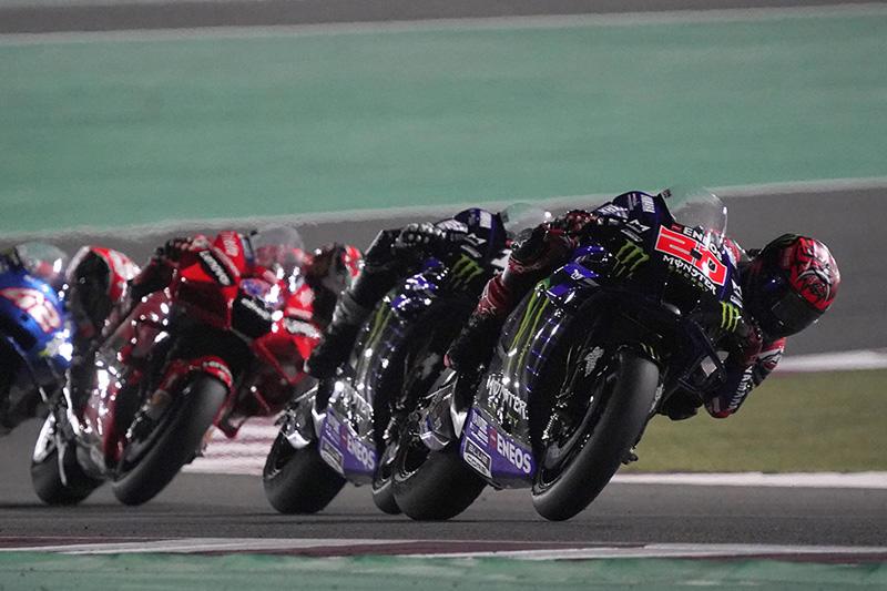 画像: 6〜7周目は、F.クアルタラロ(ヤマハ)、M.ビニャーレス(ヤマハ)、J.ミラー(ドゥカティ)、A.リンス(スズキ)が3〜6位で争う展開になりました。 race.yamaha-motor.co.jp