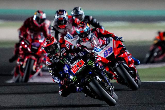 画像: F.クアルタラロは残り5ラップの時点で首位に浮上。そのままリードを守って今季初優勝を記録しました。 race.yamaha-motor.co.jp