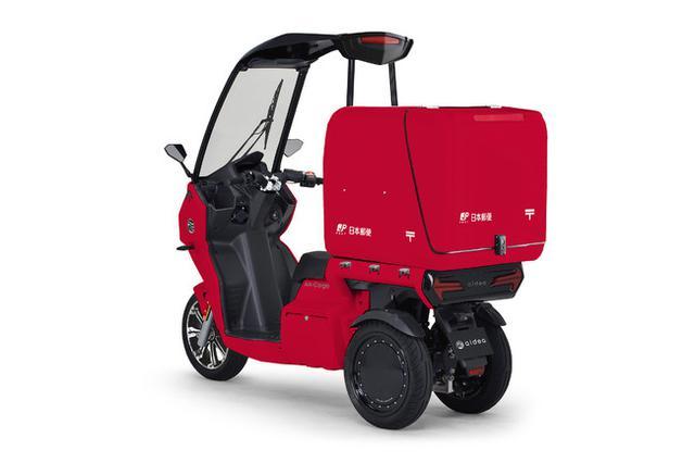 画像2: 走行安定性と利便性に優れた屋根付き3輪EVが、郵便配達業務に初めて採用