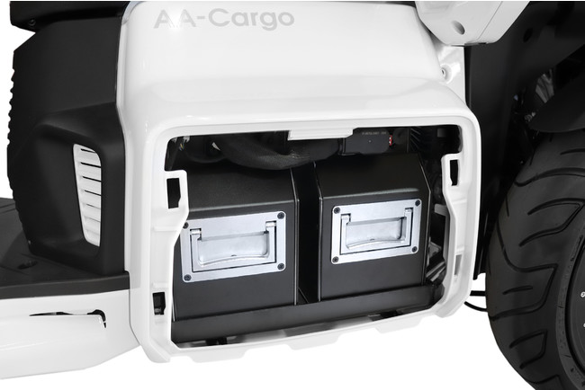 画像5: 走行安定性と利便性に優れた屋根付き3輪EVが、郵便配達業務に初めて採用