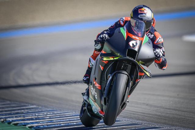 画像: 「他のバイクと同じように、(RS-GP)には良い面と悪い面がありますが、これは普通のことです」とA.ドヴィツィオーゾは MotoGP公式サイト に語っていました。余談ですがこのテストで被ったヘルメットは、SHOEI製品でした。 www.motogp.com