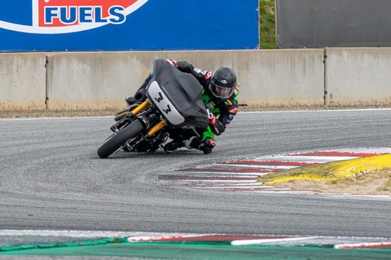 """画像: [Harley] """"バガー""""によるロードレースシリーズ「キング・オブ・ザ・バガーズ」に、ハーレーダビッドソンはワークスライダーとしてK.ワイマンを起用!! [Davidson] - LAWRENCE - Motorcycle x Cars + α = Your Life."""