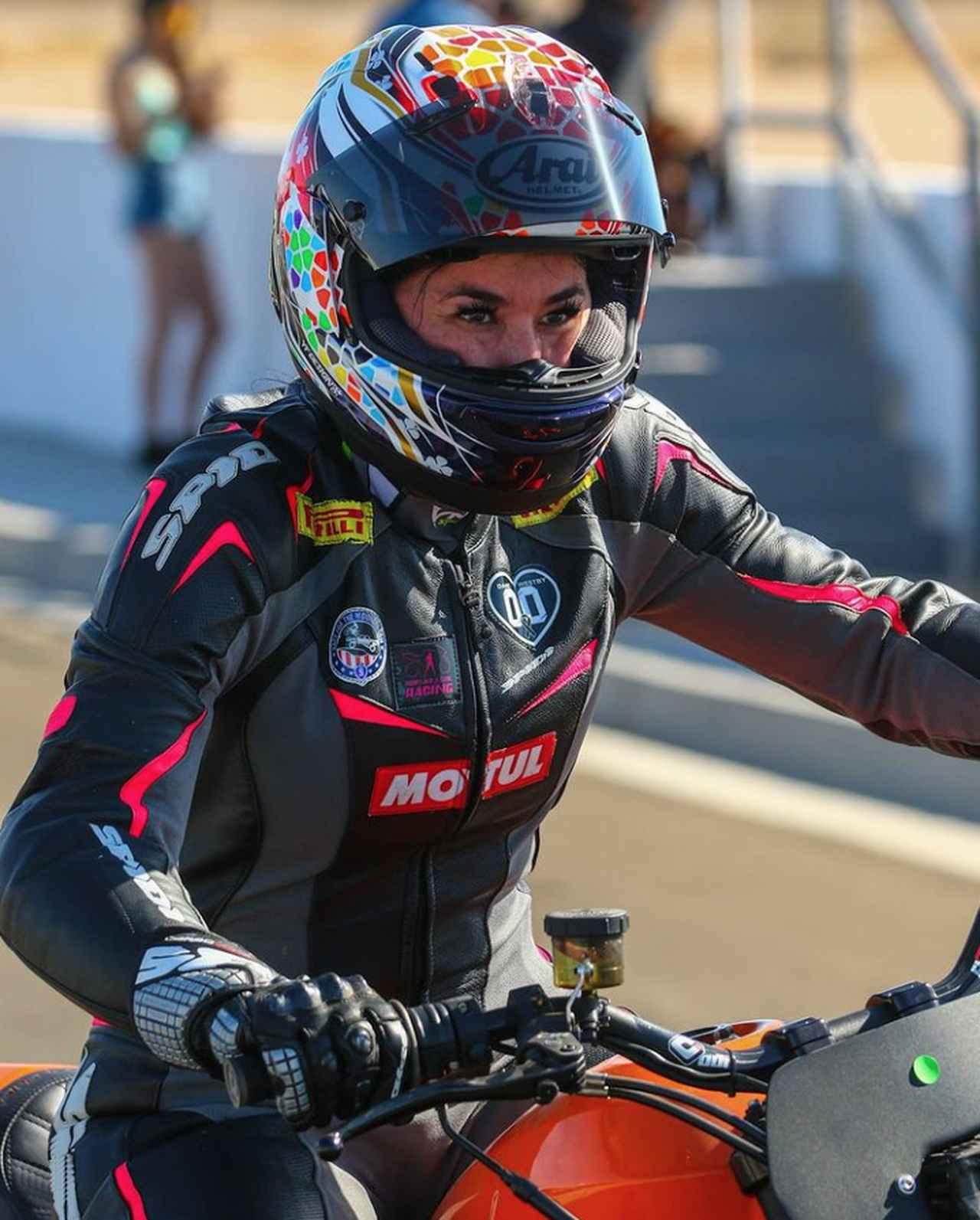 画像: モトアメリカのスーパーストック600参戦のほか、「世界最速のロードレース」と呼ばれる公道レース、アルスターGPに参戦するなど、豊富なキャリアを持つ女性レーサーのパトリシア・フェルナンデス。2016年のアルスターGPでは、平均時速118.264マイル≒190.3km/hをスーパースポーツ600で記録し、主催者から「世界最速の女性ロードレーサー」の称号を与えらました。