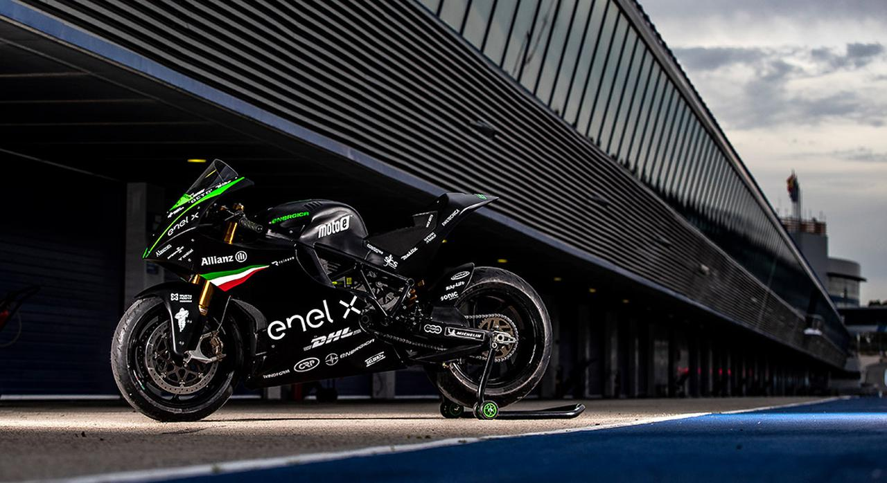 画像: MotoEワールドカップで使用されるエネルジカ エゴ・コルサ。120 kWの油冷式交流モーターを搭載し、270km/hの最高速をマークします。 www.energicamotor.com