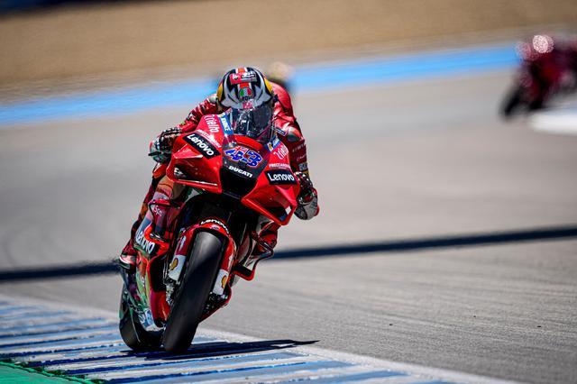 画像: ドゥカティライダーとしては初の、そして自身MotoGPクラスのキャリア2勝目を記録したJ.ミラー。 www.ducati.com