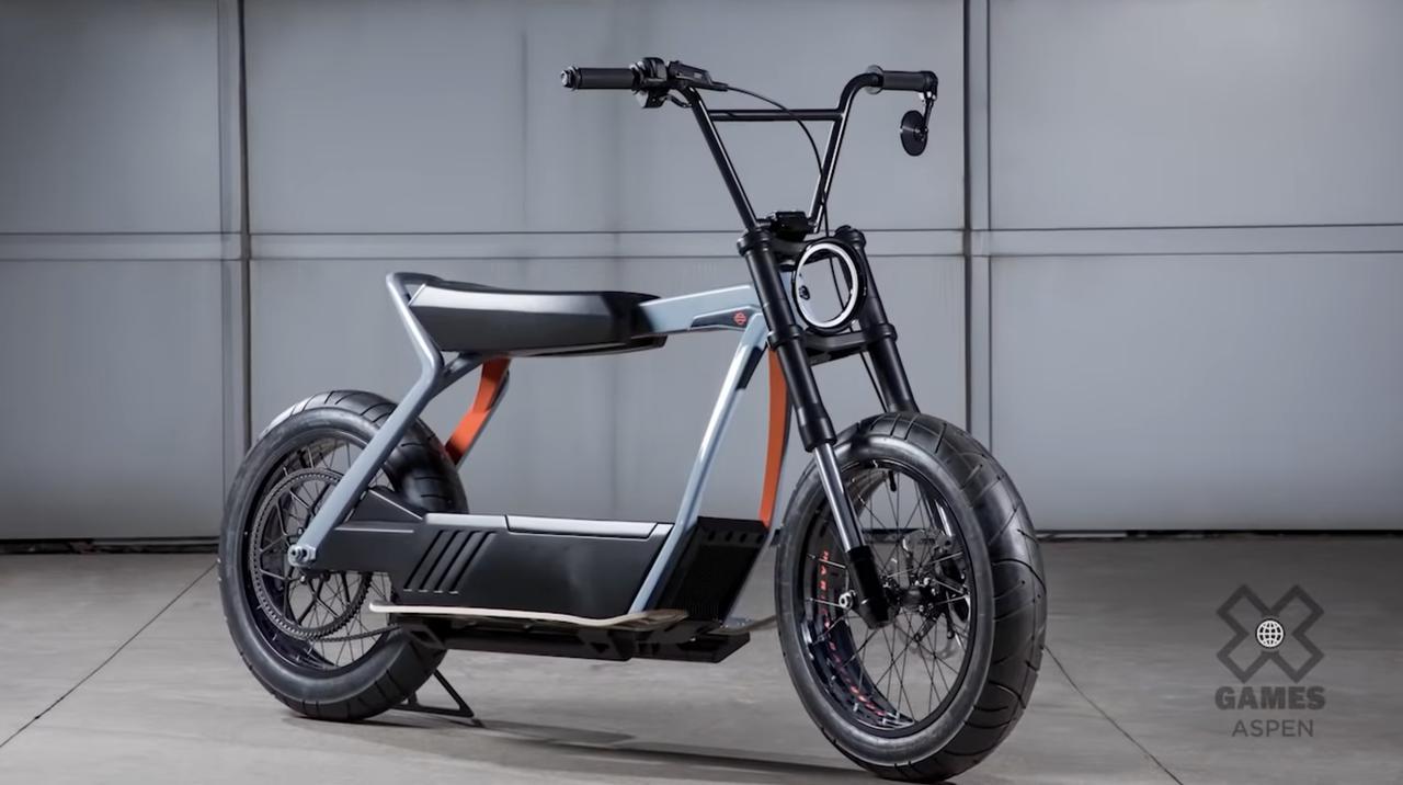 画像: こちらは2019年に公開された、電動スクーターのプロトタイプ。 youtu.be