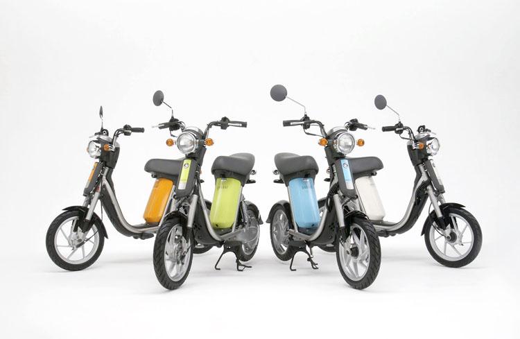 画像: 2003年5月30日に全国に向けて新発売されたヤマハパッソル。カラーは4色となり、価格も専用充電器を含んで24万円に改められました。 www.mr-bike.jp