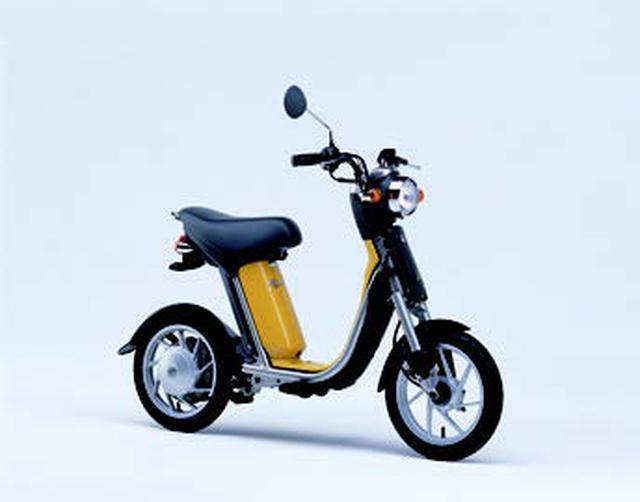 画像: EC=エレクトリック コミューターの第一弾、パッソル。当初は「イエローソリッド1」の1色のみを用意。10月9日予約開始で、500台の販売計画でした。 www.autoby.jp