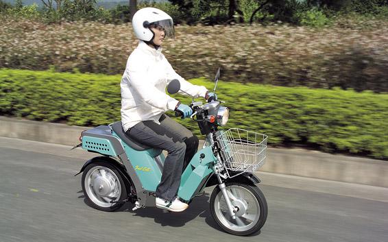 画像: 2004年9月に、公道走行用ナンバーを取得したヤマハFC06 PROT global.yamaha-motor.com