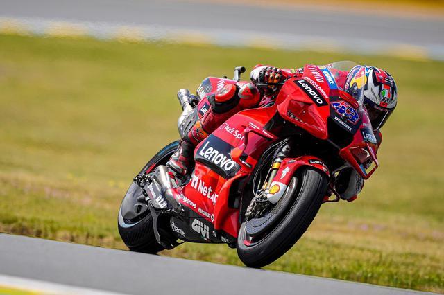 画像: 前戦に続きフランスGPで優勝したJ.ミラー(ドゥカティ)。 www.ducati.com